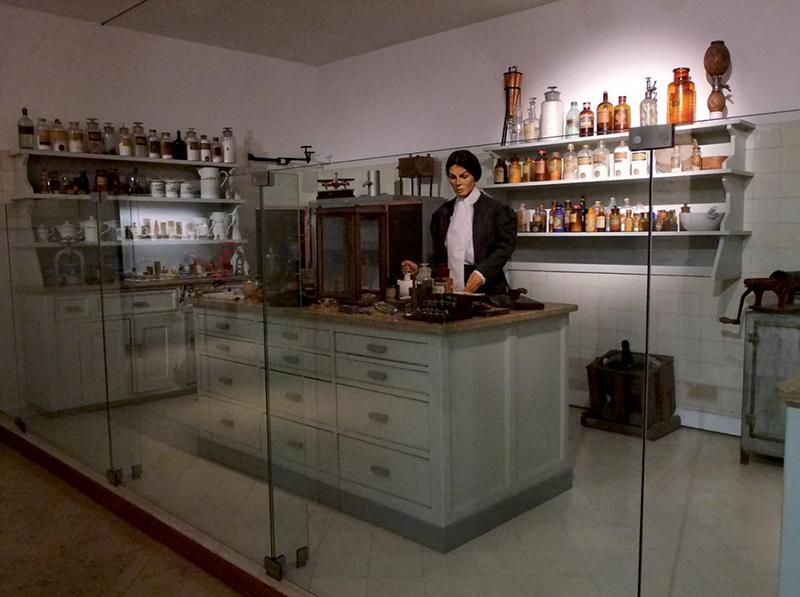 Otra de las escenas farmacéuticas reconstruidas en el museo