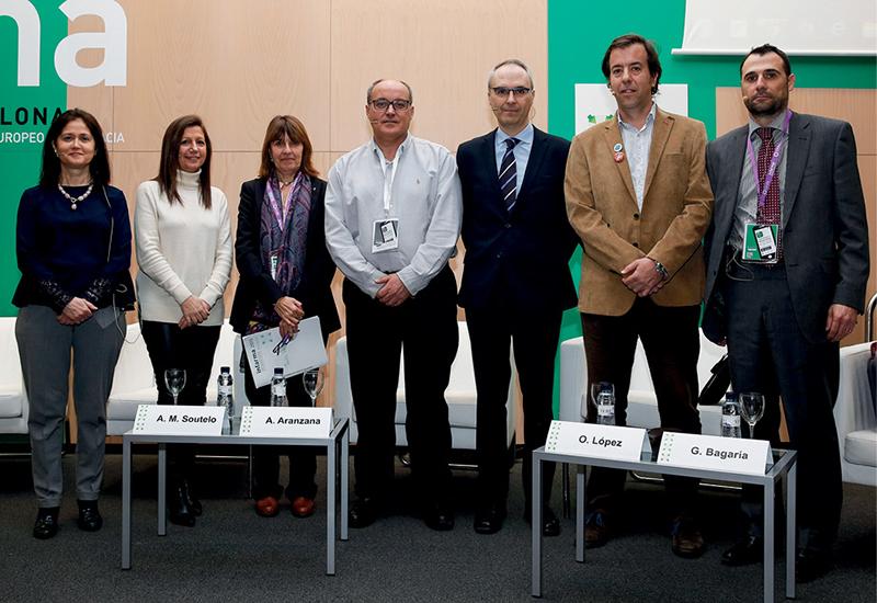 Foto de familia de los ponentes de la mesa sobre servicios farmacéuticos