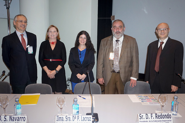 Patricia La Cruz (centro) ha presidido el acto inaugural