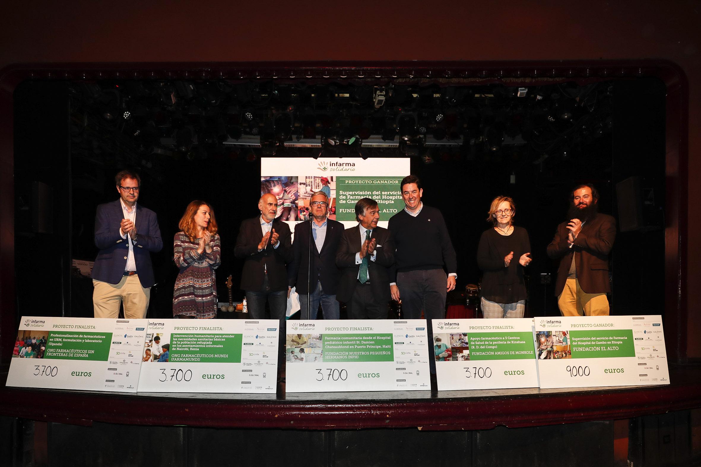 Fotografía conjunta del proyecto ganador y los proyectos finalistas
